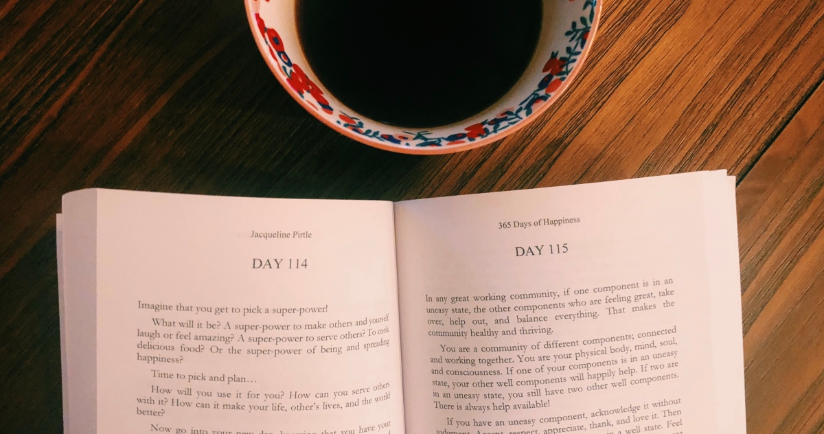 Book Review: 365 Days of Happiness by Jacqueline Pirtle